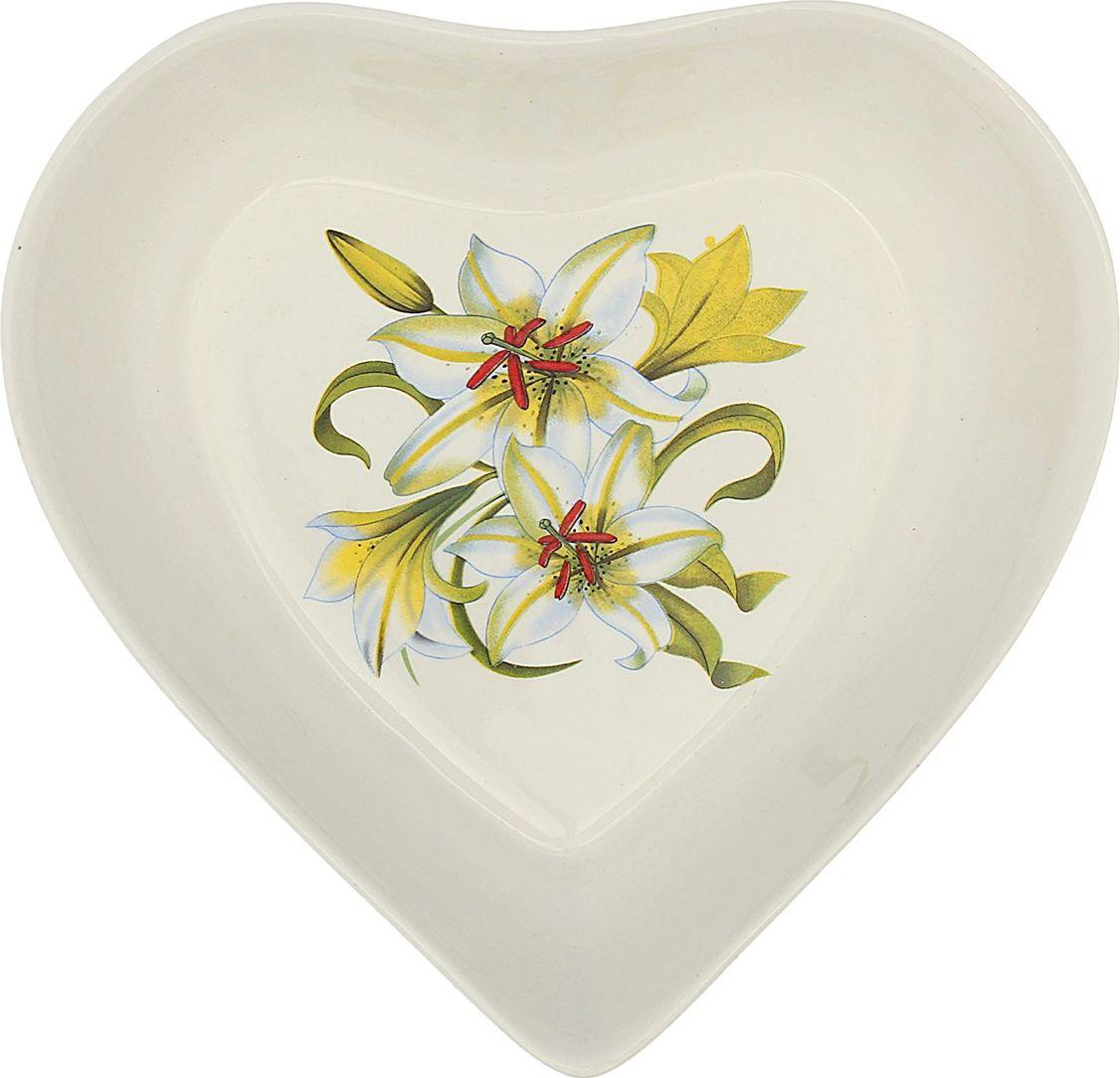 Салатник Керамика ручной работы Сердце. Цветы, 500 мл. 16473051647305Такой салатник понравится любителям вкусной и полезной домашней пищи. Такая посуда практична и красива, в ней можно хранить и подавать разнообразные блюда. При многократном использовании изделие сохранит свой вид и выдержит мытьё в посудомоечной машине. В керамической ёмкости горячая пища долго сохраняет своё тепло, остуженные блюда остаются прохладными. Изделие не выделяет вредных веществ при нагревании и длительном хранении за счёт экологичности материала. Блюда, поданные в такой посуде, выглядят привлекательно и аппетитно.