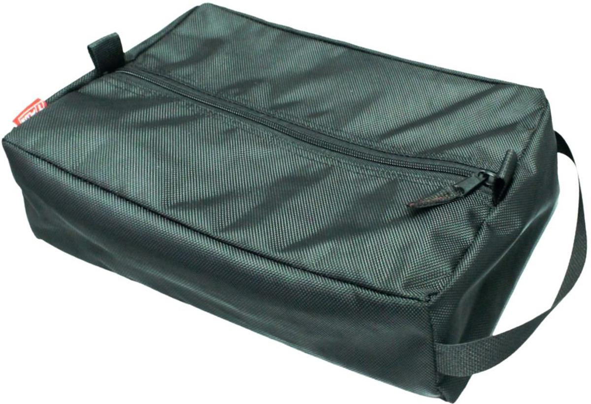 Сумка вещевая Tplus, цвет: черный, 7 лT009604Вещевая сумка Tplus не занимает много места. Она оснащена ручкой для переноски. Имеет одно отделение, в которое легко помещаются небольшие инструменты, принадлежности для автомобиля, средства гигиены, зарядные устройства. Сумка изготовлена из износостойкой ткани.