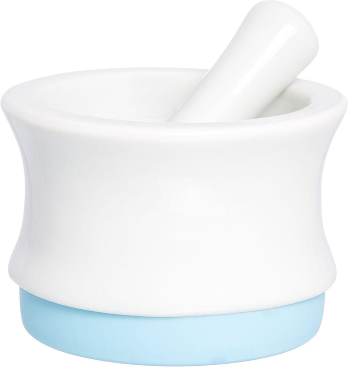 Ступка с пестиком Elan Gallery, с подставкой, цвет: белый, голубой, 7,5 х 7,5 х 5,3 см900025Ступка с силиконовой ножкой-подставкой и пестиком очень удобна для измельчения специй. Незаменимый помощник на кухне. Отличный подарок для искусных кулинаров.