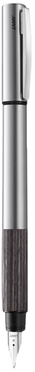Lamy Ручка перьевая Accent цвет корпуса серый металлик толщина EF 40266514026651Lamy Accent дерево (096) Модель Lamy Accent отличается особенным решением секции хвата: ее немного утолщенная и удобная форма действительно является интересным и функциональным дизайнерским акцентом. При производстве используются высококлассные материалы. Навинчивающийся колпачок имеет подпружиненный клип. Металлический корпус. Хват из натуральной карельской древесины. Стальное полированное перо. Перьевая ручка используется с чернильными картриджами Lamy T10 или с конвертером Lamy Z27 для заправки чернилами из флакона Lamy T51 или Lamy T52 Комплектация: подарочный футляр, гарантийная карточка, буклет, конвертер Lamy Z27, чернильный картридж синего цвета Lamy T10. Дизайн: Phoenix Product Design История бренда Lamy насчитывает более 80-ти лет, а его философия заключается в слогане Дизайн. Сделано в Германии. Компания получила более 100 самых престижных дизайнерских наград. Все пишущие инструменты Lamy производятся на фабрике в Гейдельберге (Германия)