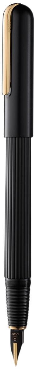 Lamy Ручка перьевая Imporium цвет корпуса черный толщина EF 40279264027926Визитной карточкой модельного ряда Lamy Imporium является бороздчатая структура корпуса ихвата. Цилиндрический гладкий колпачок с цельнометаллическим полированным клипомсоздает яркий контраст поверхностей. Комбинация интересных деталей и минимализмапридает этой серии очень оригинальный внешний вид.От пера до клипа при производстве используются первоклассные материалы: золото, платинаи титан. Металлические поверхности гальванизируются специальным PVD покрытием,увеличивающим износостойкость. Изюминкой перьевой модели является двуцветное золотоеперо, облагороженное PVD покрытием, и гарантирующее исключительное мягкое письмо.Металлический корпус матового черного цвета. Завинчивающийся колпачок,гальванизированный золотом, золотое двуцветное перо 14 Карат с PVD покрытием.Перьевая ручка используется с чернильными картриджами LAMY T10 или с конвертером LAMYZ27 для заправки чернилами из флакона LAMY T51или LAMY T52. Комплектация: подарочный футляр, гарантийная карточка, буклет, полировочная салфетка,конвертер LAMY Z27, чернильный картридж синего цвета LAMY T10.Дизайн: Марио Беллини. История бренда Lamy насчитывает более 80-ти лет, а его философия заключается в слоганеДизайн. Сделано в Германии. Компания получила более 100 самых престижных дизайнерскихнаград. Все пишущие инструменты Lamy производятся на фабрике в Гейдельберге (Германия).