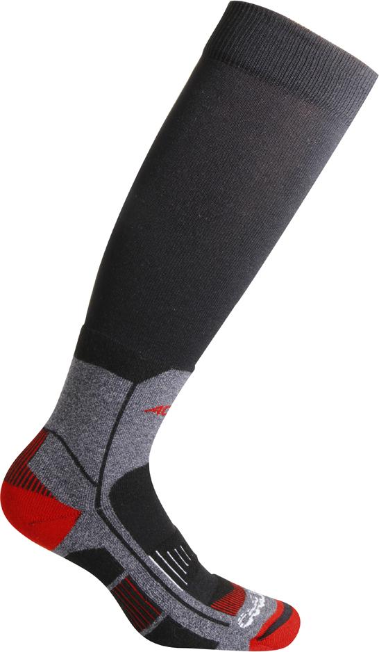 Носки Accapi Trekking Ultralight Long 2018, цвет: серый, темно-серый, красный. 823_999. Размер 42/44823_999Носки для туристических походов в жарких и влажных условиях. Trekking Ultralight имеют усиления низкой плотности на икрах и в области ступни. Благодаря эксклюзивному 4-пазовому строению волокна, ткань CoolMax обеспечивает наиболее удобное положение носка внутри ботинка.Состав: 41% полиэстер, 36% нейлон, 23% хлопок.