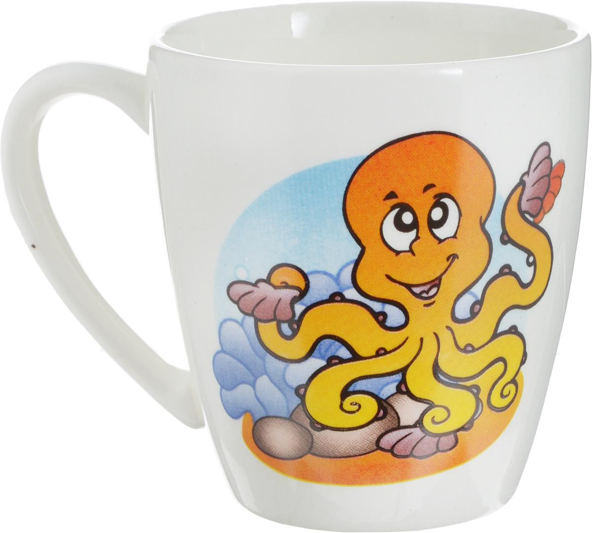 """Фаянсовая детская кружка Кубаньфарфор """"Морской мир: Осьминог"""" с  забавным рисунком понравится каждому  малышу.  Изделие из  качественного материала станет правильным выбором для повседневной  эксплуатации и поможет превратить каждый  прием пищи в радостное  приключение.Кружка легко моется, не впитывает запахи, а рисунок  имеет насыщенный цвет. Благодаря  безопасному материалу кружка  подойдет для любых напитков. Объем кружки - 220 мл.  Оригинальная детская кружка непременно порадует ребенка."""