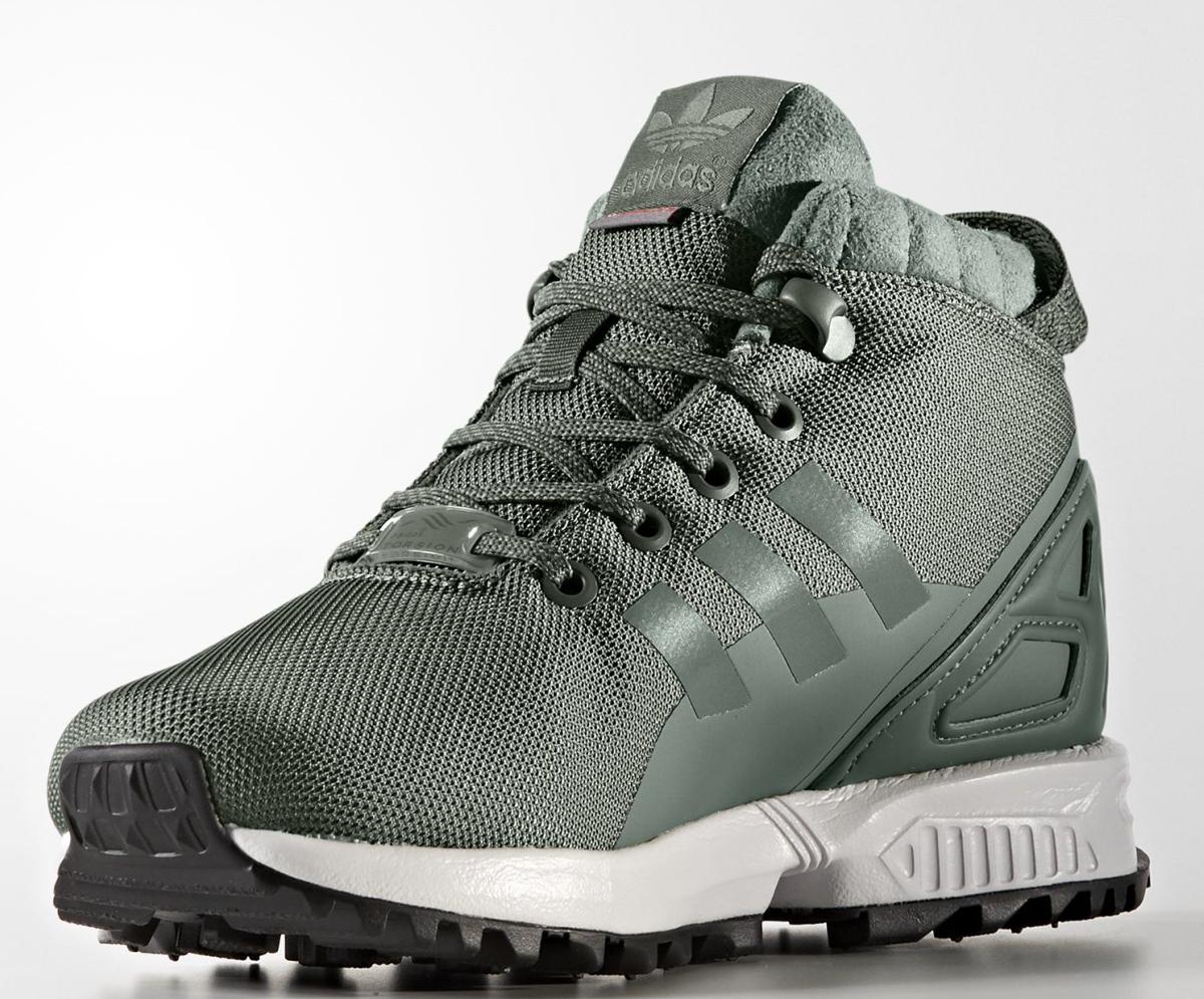 Ботинки для мальчика adidas ZX Flux 5/8 Tr J, цвет: хаки. BY9061. Размер 36BY9061Детские кроссовки для прогулок зимой. Модель с меховой подкладкой дополнена цепкой трейловой подошвой для устойчивости на скользких поверхностях. Верх выполнен из двухцветной сетки с технологичным утеплителем PrimaLoft®. Неопреновая вставка на пятке обеспечивает дополнительную поддержку стопы.Верх из двухцветной сетки с узором в мелкую клеткуКлипса TORSION® SYSTEM на шнурках; подкладка из натурального мехаУтеплитель PrimaLoft® продолжает греть даже во влажном состоянии; комфортная и функциональная стелька OrthoLite® с антимикробным покрытиемTORSION® SYSTEM для поддержки средней части стопы; литая промежуточная подошва из ЭВА сохраняет амортизирующие свойства в течение долгого срокаЛитые три полоски из термополиуретана; пяточный каркас из неопрена; удобная петелька на пяткеРельефная резиновая подошваВерх из текстиля и синтетических материалов; подкладка из текстиля и синтетических материалов; резиновая подошва