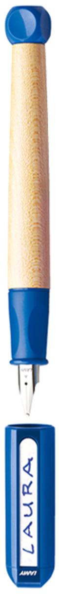 Lamy Ручка перьевая ABC цвет корпуса синий толщина LH4000068Перьевая ручка для обучения письму. Рекомендована к использованию в начальной школе в 70% школ Германии. Разработана дизайнерами, педагогами и психологами специально для детей, делающих первые шаги в письме. В отличие от шариковых ручек, перьевая ручка не требует сильного нажима при письме, что помогает ребенку легче справляться с освоением письма и сохранить осанку. Резиновый эргономичный хват, прикрывающий основание пера, с легкими углублениями для пальцев. Разгружает руку, предотвращая уставание при письме, онемение пальцев, а также соскальзывание пальцев к пишущему узлу. Корпус из легкого и прочного кленового дерева. Кубик на конце ручки не дает ей скатываться с парты. Колпачок можно подписать. Наклейки прилагаются. Стальное заменяемое перо для начинающих.Цвет деталей корпуса: синий. Перьевая ручка используется с чернильными картриджами LAMY T10 или с конвертером LAMY Z28 для заправки чернилами из флакона LAMY T51 или LAMY T52. Модель также доступна, как автоматический карандаш (1,4 мм) для освоения письма печатных букв и цифр. Дизайн: Проф. Бернт Шпигель. История бренда LAMY насчитывает более 80-ти лет, а его философия заключается в слогане Дизайн. Сделано в Германии. Компания получила более 100 самых престижных дизайнерских наград. Все пишущие инструменты LAMY производятся на фабрике в Гейдельберге (Германия).