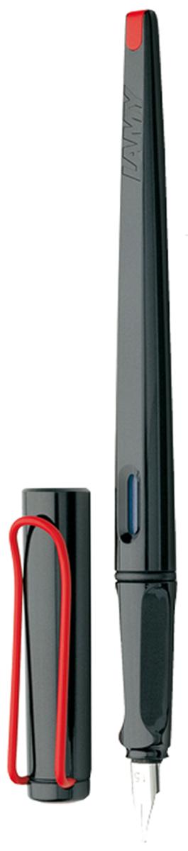 Lamy Ручка перьевая Joy цвет корпуса черный, красный толщина 1,5 мм4000155Перьевая ручка для каллиграфии и креативного письма. Удлиненный корпус создает идеальный баланс при письме. Плоское перо позволяет добиваться чередования толщины линии и делает почерк выразительным как при повседневном письме, так и при написании писем, поздравлений, приглашений и т.п.Выполнена из прочного блестящего пластика. Эргономичный хват, позволяющий пальцам принять правильное положение при письме. Металлический клип на колпачке напоминает по форме канцелярскую скрепку.Окошко на корпусе позволяет контролировать расход чернил. Стальное плоское заменяемое перо размера 1.5 мм. Перьевая ручка используется с чернильными картриджами LAMY T10 или с конвертером LAMY Z28 для заправки чернилами из флакона LAMY T51 или LAMY T52. Комплектация: Подарочная коробка, чернильный картридж синего цвета LAMY T10, инструкция. Дизайн: Вольфганг Фабиан.Награда за дизайн: Red Dot Design Award. История бренда LAMY насчитывает более 80-ти лет, а его философия заключается в слогане Дизайн. Сделано в Германии. Компания получила более 100 самых престижных дизайнерских наград. Все пишущие инструменты LAMY производятся на фабрике в Гейдельберге (Германия).