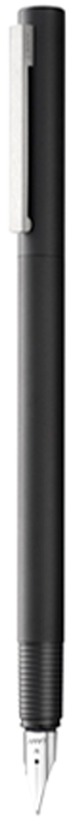 Lamy Ручка перьевая Cp1 цвет корпуса черный толщина EF4000421Lamy Cp 1 (056) Элегантная модель от дизайнера Герда А. Мюллера - создателя знаменитой ручки Lamy 2000. Тонкий цилиндрический корпус c матовым черным покрытием. На колпачке стальной клип сильнойфиксации. Хват имеет эргономичную бороздчатую структуру, что не дает ручке скользить при письме. Стальное полированное перо. Перьевая ручка используется с чернильными картриджами Lamy T10 или с конвертером LamyZ27 для заправки чернилами из флакона Lamy T51 или Lamy T52. Комплектация: подарочный футляр, гарантийная карточка, буклет, конвертер Lamy Z27,чернильный картридж синего цвета Lamy T10. Дизайн: Герд А. Мюллер. История бренда Lamy насчитывает более 80-ти лет, а его философия заключается в слоганеДизайн. Сделано в Германии. Компания получила более 100 самых престижных дизайнерскихнаград. Все пишущие инструменты Lamy производятся на фабрике в Гейдельберге (Германия).