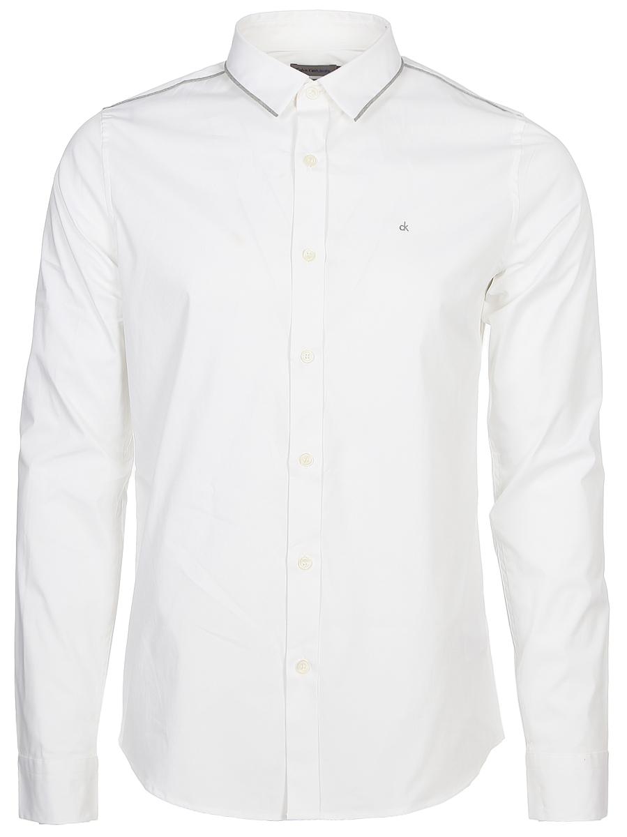 Рубашка мужская Calvin Klein Jeans, цвет: белый. J30J306386_9010. Размер XL (50/52)J30J306386_9010Мужская рубашка с длинными рукавами и отложным воротником выполнена из качественного хлопка и эластана. Изделие застегивается на пуговицы. Манжеты рукавов дополнены застежками-пуговицами, низ изделия закруглен.