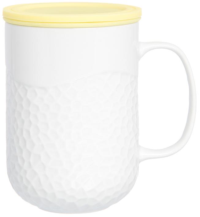 Кружка Elan Gallery, с силиконовой крышкой, с ситом, цвет: белый, лимонный, 400 мл900012Кружка с силиконовой крышкой понравится не только детям, но и любителям долгих и душевных чаепитий в компании. Объем 400 мл. Силиконовая крышка замедлит остывание напитка. Изделие имеет подарочную упаковку, поэтому станет желанным подарком для Ваших близких!