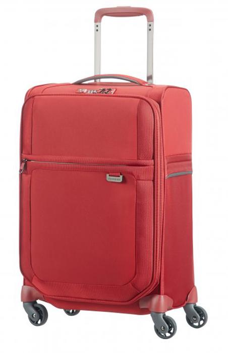 Чемодан Samsonite Uplite, цвет: красный, 38,5 л. 99D-0000599D-00005Стильный чемодан Samsonite Uplite, изготовленный из качественного нейлона, подойдет для путешествий, командировок и переездов. Удобная модель объемом 38,5 л позволяет разместить достаточное количество вещей.Чемодан закрывается на застежку молнию с двумя бегунками и оснащен замком безопасности TSA, который исключает возможность взлома при досмотре во время путешествий. Отверстие в кодовом замке предназначено для работников таможни (открытие багажа для досмотра без присутствия хозяина). Ключ находится только у таможни.Выдвижная ручка, фиксирующаяся в нескольких положениях, обеспечивает хорошую устойчивость и может быть отрегулирована под рост каждого пользователя. Со стороны выдвижной ручки есть пластиковая бирка с Ф.И.О. и номером телефона владельца.Главная змейка дополнена системой расширения объема.Внутри чемодан состоит из одного главного отделения с перекрещивающимися багажными ремнями, соединяющимися при помощи пластикового карабина. На крышке, с внутренней стороны, предусмотрено вместительное отделение с двумя карманами на застежке молнии.Высококачественная фурнитура гарантирует прочность всех деталей, надежность молний и плавность выдвижной ручки с регулируемой высотой, а колеса обеспечивают плавность хода вашему чемодану.Как выбрать чемодан. Статья OZON Гид