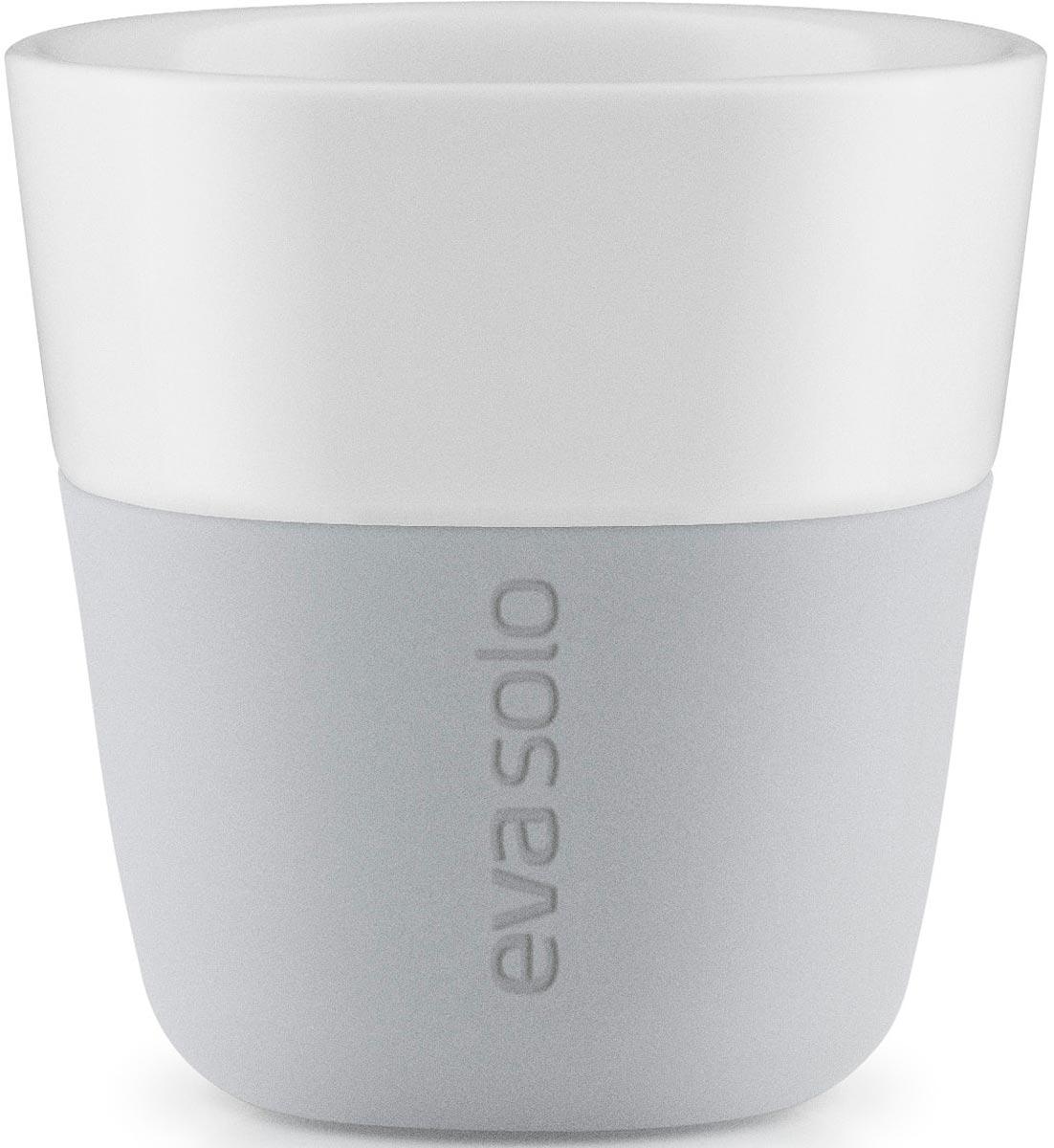 """Набор чашек для эспрессо """"Eva Solo"""" рассчитан на 80 мл - классическое количество эспрессо, а также стандарт для большинства кофе-машин.   Чашки из белоснежного фарфора и с цветным силиконовым чехлом, который оберегает руки от соприкосновения с горячей поверхностью. Чехол легко снимается, после чего чашку можно мыть в посудомоечной машине.  В комплекте 2 чашки."""