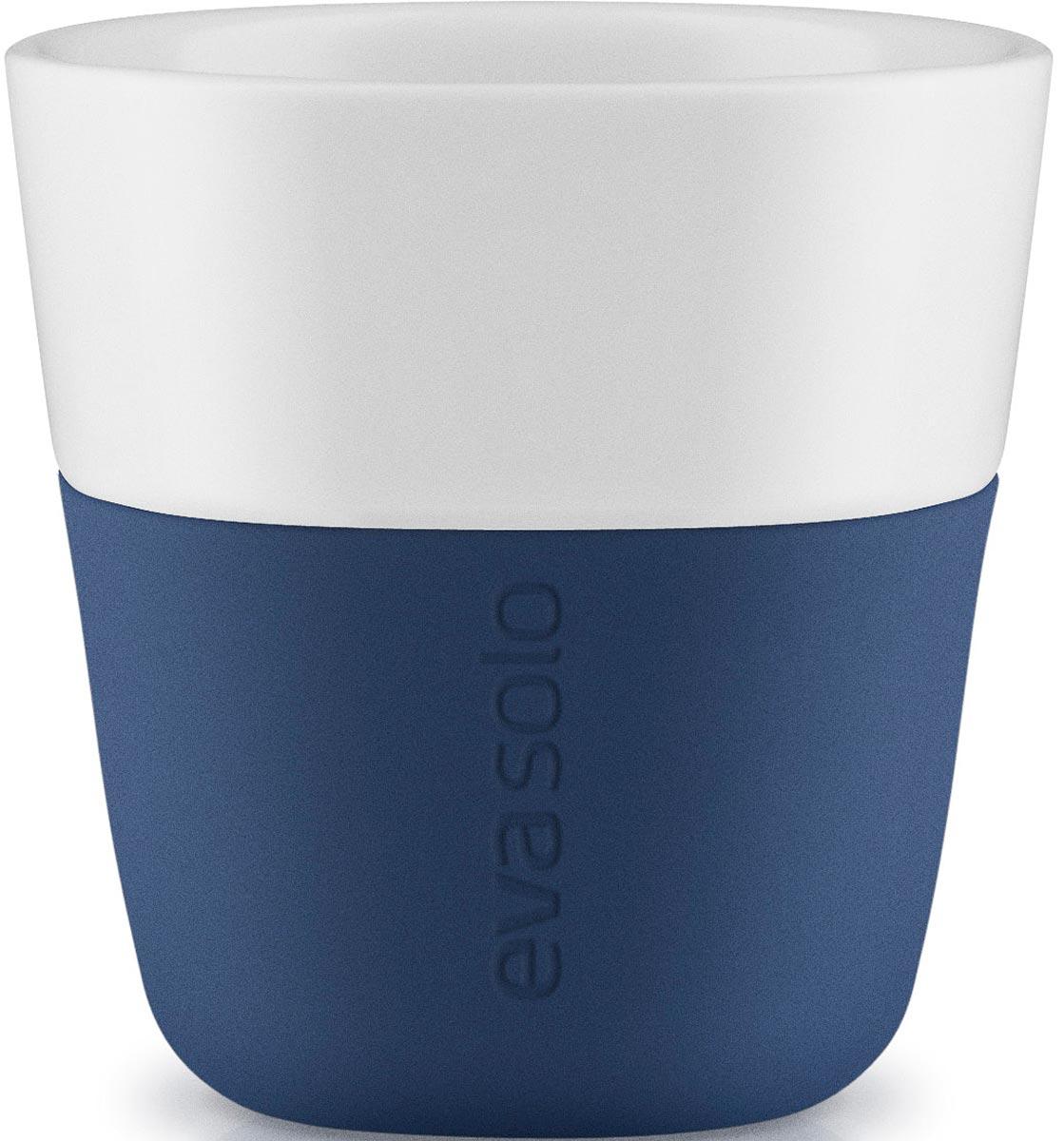 Чашка кофейная Eva Solo, цвет: темно-синий, 80 мл, 2 шт501047Набор чашек для эспрессо Eva Solo рассчитан на 80 мл - классическое количество эспрессо, а также стандарт для большинства кофе-машин. Чашки из белоснежного фарфора и с цветным силиконовым чехлом, который оберегает руки от соприкосновения с горячей поверхностью. Чехол легко снимается, после чего чашку можно мыть в посудомоечной машине.В комплекте 2 чашки.