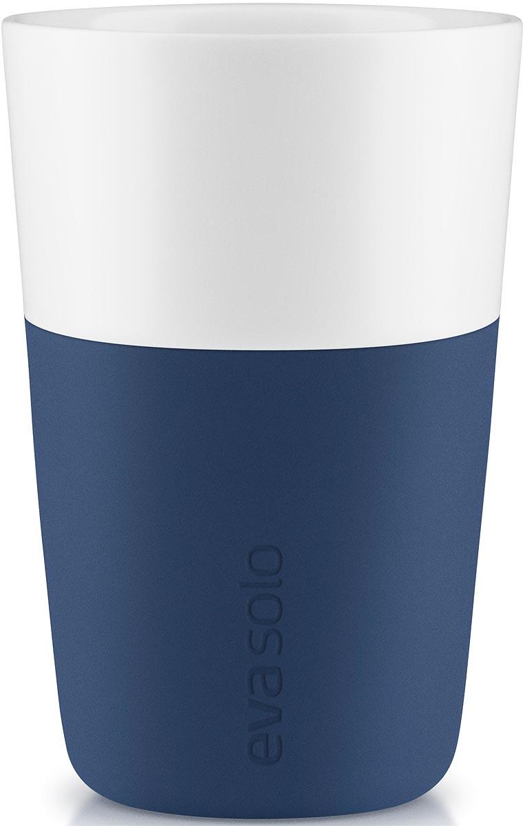 Чашка кофейная Eva Solo, цвет: темно-синий, 360 мл, 2 шт501049Набор из двух чашек для кофе латте от Eva Solo рассчитан на 360 мл - оптимальный объём для латте, (учитывая шапку молочной пены), а также стандартный объём для этого типа напитка у большинства кофе-машин.Чашка изготовлена из фарфора и располагает специальным силиконовым чехлом: можно держать в руках, не рискуя обжечь пальцы. Чехол снимается, после чего чашку можно мыть в посудомоечной машине. Продуманная и красивая посуда от Eva Solo станет украшением вашего дома