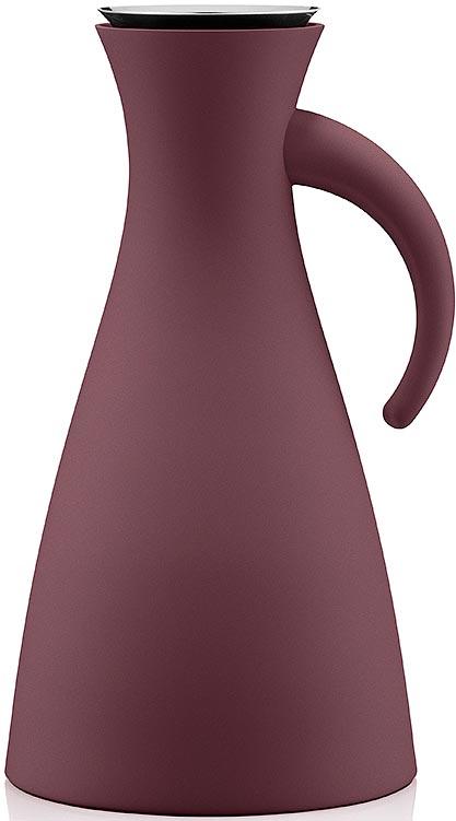 Термокувшин Eva Solo Vacuum, цвет: бордовый, 1 л502806Термокувшин Eva Solo Vacuum - прекрасное решение для сервировки горячих и холодных напитков. Стильный матовый термокувшин оснащен специальным горлышком с системой dip-free, предотвращающей расплескивание при наливании. Внутренняя стеклянная колба и двойные стенки кувшина сохраняют постоянную температуру внутри очень долгое время. Центр тяжести смещен вниз, что делает кувшин устойчивым несмотря на его высоту. При необходимости, колбу можно заменить. Благодаря широкому горлышку внутрь удобно заливать жидкость и мыть колбу. Элегантный дизайн этого кувшина собрал множество наград, что подтверждает его исключительность. Термокувшин Eva Solo Vacuum - отличный вариант подарка.
