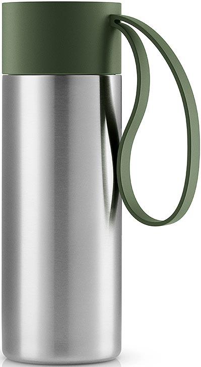 Термос Eva Solo To Go, цвет: темно-зеленый, 350 мл567457Термос Eva Solo To Go можно брать с собой куда угодно. Крышка легко открывается и закрывается даже на ходу благодаря функциональному клапану, с которым легко справиться одной рукой. Наполните термос To Go кофе или другим напитком - и двойные герметичные стенки надежно сохранят напиток горячим или холодным. Практичный силиконовый ремешок поможет взять термос с собой и всегда иметь возможность выпить горячего или холодного напитка.Сделан из стали, пластика и силикона. Можно мыть в посудомоечной машине. Объем 350 мл. Высота 20 см.
