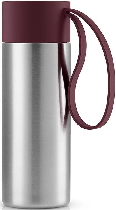 Термос Eva Solo To Go, цвет: бордовый, 350 мл567458Классическая серия термосов To Go, которые удобно брать с собой. Крышка легко открывается и закрывается даже на ходу, благодаря функциональному клапану, с которым легко справиться одной рукой. Наполните термос горячим кофе или прохладным лимонадом, двойные герметичные стенки надежно сохранят нужную температуру в течение нескольких часов. Практичный силиконовый ремешок удобен для переноски.Можно мыть в посудомоечной машине. Объем 350 мл.