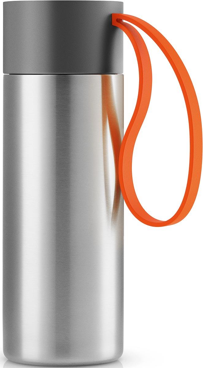 Термос Eva Solo To Go, цвет: оранжевый, 350 мл567463Термос Eva Solo To Go можно брать с собой куда угодно. Крышка легко открывается изакрывается даже на ходу благодаря функциональному клапану, с которым легко справитьсяодной рукой. Наполните термос To Go кофе или другим напитком - и двойные герметичныестенки надежно сохранят напиток горячим или холодным. Практичный силиконовый ремешокпоможет взять термос с собой и всегда иметь возможность выпить горячего или холодногонапитка. Сделан из стали, пластика и силикона. Можно мыть в посудомоечной машине. Объем 350мл. Высота 20 см.
