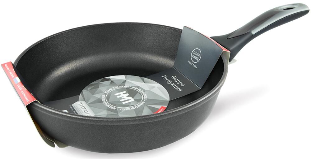 """Сковорода Нева металл посуда """"Ферра"""" подходит для индукционных, стеклокерамических, газовых и электрических плит.  Утолщенное дно уберегает продукты от сгорания, дает более равномерное распределение тепла, прогрев посуды, аккумулирует тепло и не дает  пище остывать долгое время. При таком подходе вы можете выключать плиту заранее, а пища дойдет естественным способом и ее не надо  разогревать несколько раз. Таким образом достигается экономия электроэнергии.  Специальный материал soft-touch бакелит дает эффект прорезиненной ручки и делает ее приятной, мягкой на ощупь. Такая ручка не выскользнет  даже из мокрых рук. Возможно использование металлических (не острых!) аксессуаров для перемешивания: ложки, лопатки и т.д.  Подходит для использования в посудомоечной машине.  Диаметр: 28 см."""