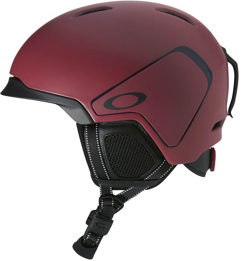 Шлем зимний Oakley MOD3 Matte Fired Brick, цвет: красный. Размер M99432-985985Легкий шлем Oakley Mod3 - это проверенная временем, эффективная конструкция из жесткой внешней оболочки и мягкой внутренней части, которая гасит силу удара и распределяет её по большой площади, постоянная эффективная вентиляция и регулировка размера с помощью BOA. Кстати говоря, застегивается он магнитной застежкой Fidlock. Параметры Бакля на магнитной застежке Fidlock® Фиксированная вентиляционная система Съемная подкладка Comfort Liner Съемные амбушюры Съемное крепление ремешка маски Чехол для шлема в комплекте Сертификаты: ASTM F2040, CE EN1077.