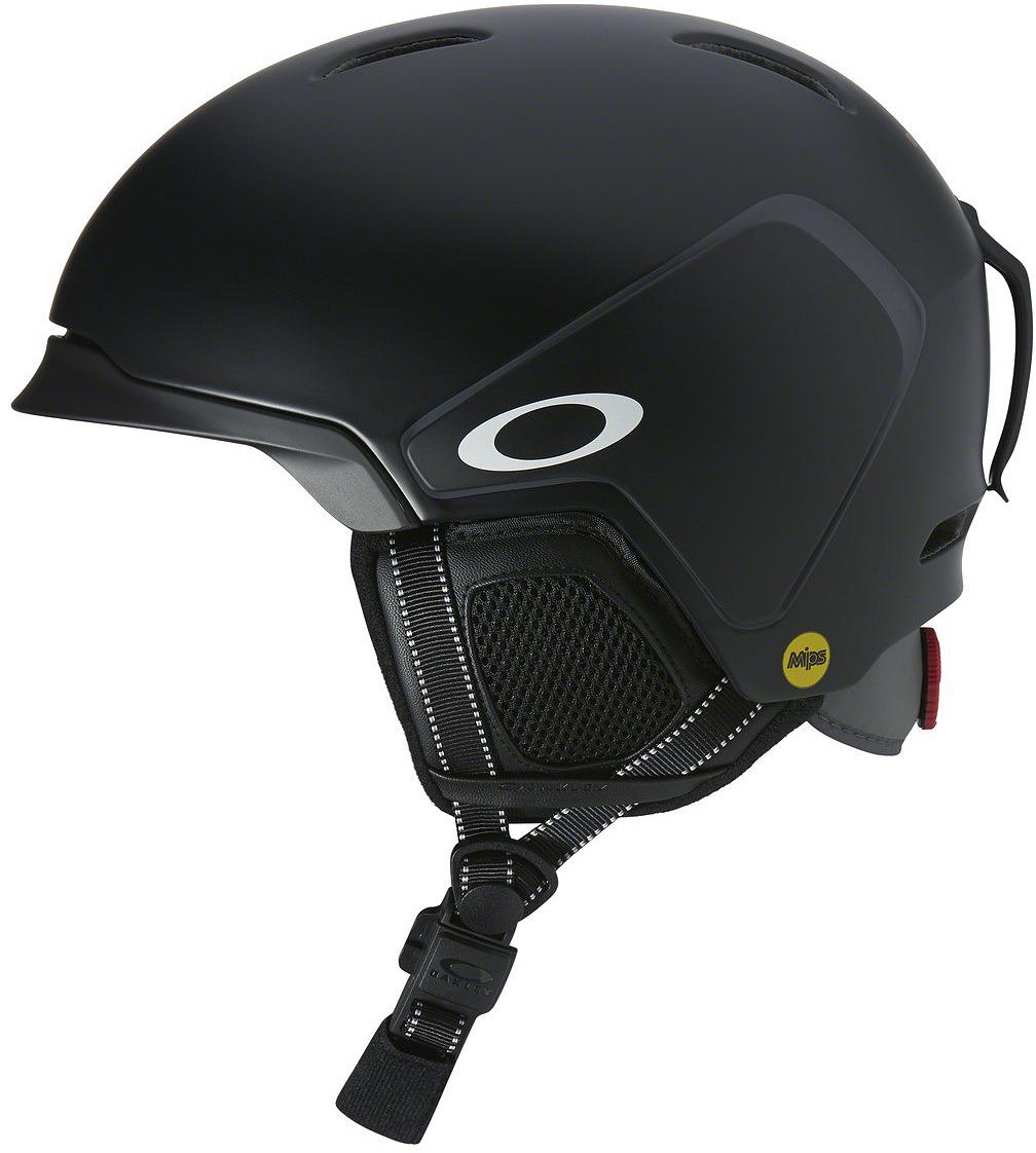 Шлем зимний Oakley MOD3 MIPS Matte Black, цвет: черный. Размер S99432MP-02K02KЛегкий шлем Oakley Mod3 - это проверенная временем, эффективная конструкция из жесткой внешней оболочки и мягкой внутренней части, которая гасит силу удара и распределяет её по большой площади, постоянная эффективная вентиляция и регулировка размера с помощью BOA. Застегивается шлем магнитной застежкой Fidlock. Компания Oakley не так давно выпускает шлемы под собственным брэндом, но коллекция шлемов отличается высочайшим качеством и продуманным дизайном. Учтены все мелочи, начиная от технологии MBS со сменными козырьками, позволяющими обеспечить более плотное прилегание маски без зазоров и заканчивая всеми необходимыми опциями: съемной подкладкой и наушниками, клипсой для крепления ремня маски и чехлом для шлема в комплекте. А также идеальная совместимость со своей оптикой. Параметры: - Облегченная конструкция In-mold, где к внешней прочной оболочке припаивается вспененный демпфирующий материал EPS - Бакля на магнитной застежке Fidlock - Технология MBS (Modular Brim System): 2 сменных козырька в комплекте, призванные обеспечить плотное прилегание маски - Фиксированная вентиляционная система - Съемная подкладка Comfort Liner - Съемные амбушюры - Съемное крепление ремешка маски - Чехол для шлема в комплекте - Сертификаты: ASTM F2040, CE EN1077. Модель MIPS MOD3 отличается от базовой наличием многонаправленной системы защиты от ударов - она применяется в самых современных моделях и состоит из трех основных компонентов: внутренняя подкладка из вспененного материала, вкладыш с низким коэффициентом трения и эластомерная система крепления между ними; при угловом ударе эластомерная система растягивается для того, чтобы вкладыши из вспененного материала вращались независимо друг от друга вокруг головы для снижения вращательной силы удара. Максимальная защита.Что взять с собой на горнолыжную прогулку: рассказывают эксперты. Статья OZON Гид