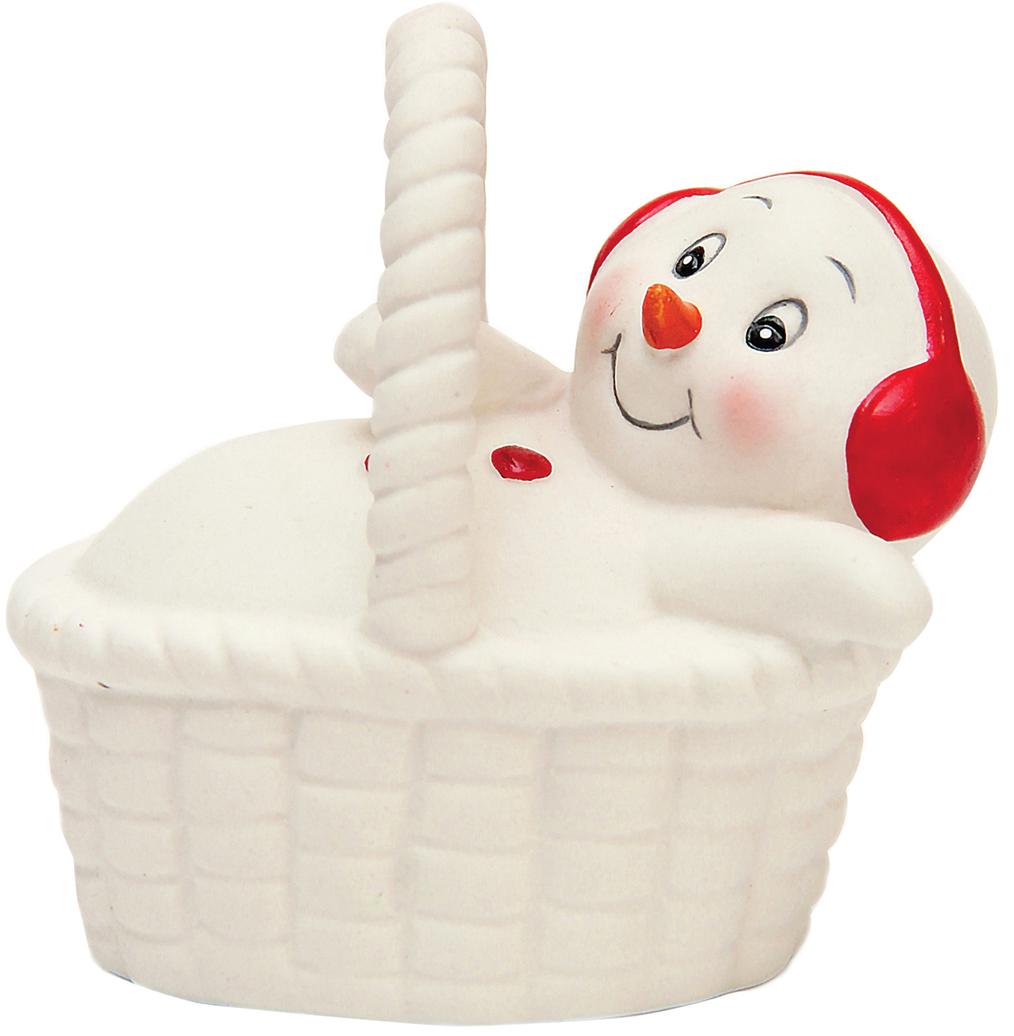 Фигурка новогодняя Снеговик в корзине, 8 см41751Фигурка новогодняя Снеговик в корзине выполнена из керамики. Такая фигурка станет не только новогодним украшением, но и отличным сувениром для друзей и близких.