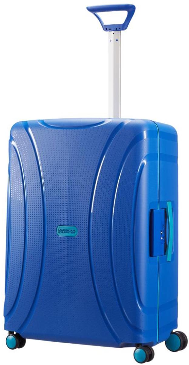Чемодан American Tourister Locknroll, цвет: ярко-синий, 85 л. 06G-1100106G-11001Чемодан American Tourister Locknroll - компактный и легкий, изготовленный из очень прочного иустойчивого к износу материала. Высококачественная фурнитура гарантирует прочность всехдеталей, надежность молний и плавность выдвижной ручки с регулируемой высотой, а двойныеколеса обеспечивают плавность хода вашему чемодану.Чемодан закрывается на защелки и оснащен замком безопасности TSA, который исключаетвозможность взлома при досмотре во время путешествий. Отверстие в кодовом замкепредназначено для работников таможни (открытие багажа для досмотра без присутствияхозяина). Ключ находится только у таможни.Выдвижная ручка, фиксирующаяся в несколькихположениях, обеспечивает хорошую устойчивость и может быть отрегулирована под росткаждого пользователя.Внутри чемодан состоит из одного главного отделения сперекрещивающимися багажными ремнями, соединяющимися при помощи пластиковогокарабина. На крышке, с внутренней стороны, предусмотрено вместительное отделение назастежке молнии, а также карман с защитой от влаги.Чемодан оснащен четырьмя вращающимися пластиковыми колесами, которые обеспечиваютлегкость перемещения в любом направлении.Объем: 85 л.