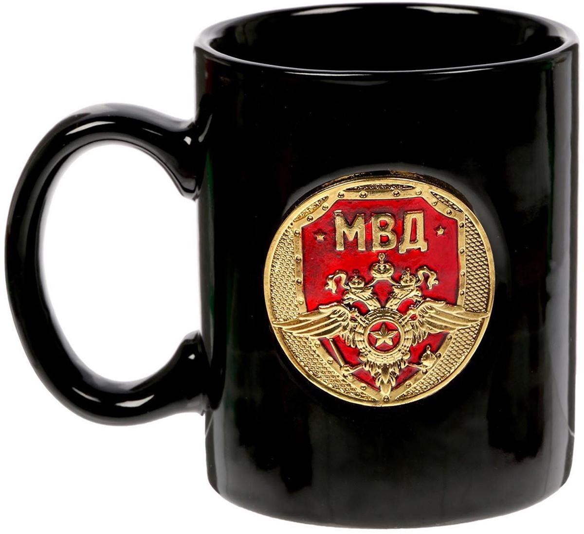 Кружка Sima-Land МВД, 300 мл. 15076851507685Разберись с жаждой по-мужски! Авторский дизайн, оригинальный декор, оптимальный объем - отличительные черты этой кружки. Налейте в нее горячий свежезаваренный кофе или крепкий ароматный чай, и каждый глоток будет сокрушительным ударом по врагам: сонливости, вялости и апатии! Изделие упаковано в подарочную картонную коробку.