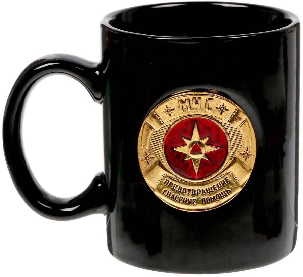 Кружка Sima-Land МЧС, 300 мл. 1507670420206Разберись с жаждой по-мужски! Авторский дизайн, оригинальный декор, оптимальный объем - отличительные черты этой кружки. Налейте в нее горячий свежезаваренный кофе или крепкий ароматный чай, и каждый глоток будет сокрушительным ударом по врагам: сонливости, вялости и апатии! Изделие упаковано в подарочную картонную коробку.
