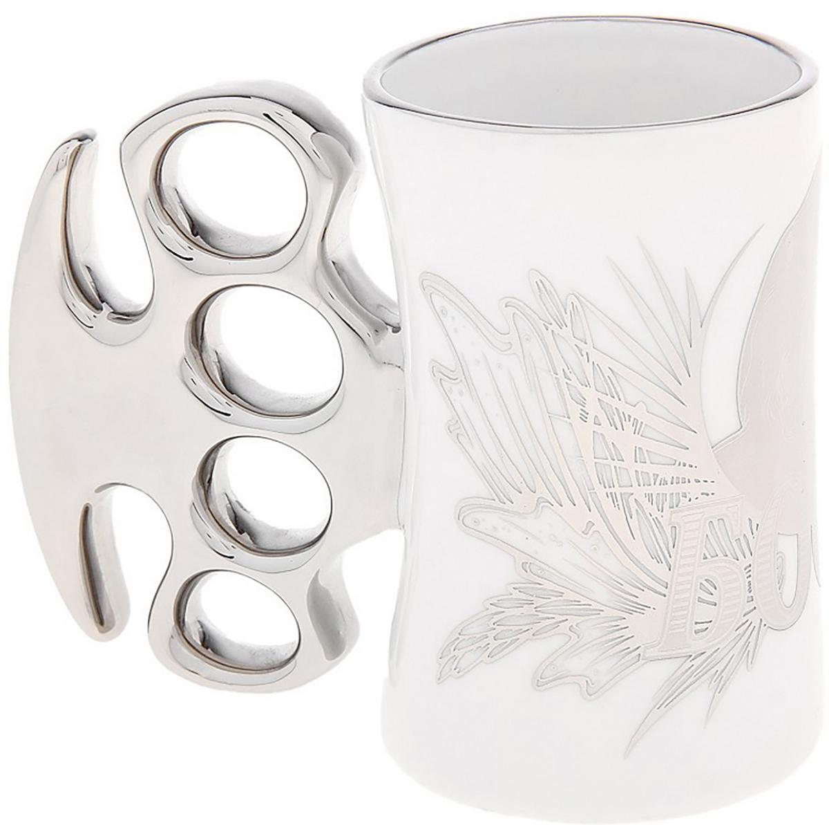 Кружка Sima-Land Босс, 200 мл. 521893521893Брутальный подарок для настоящих мужчин. Такая кружка как нельзя лучше подойдет для крепчайшего чая или кофе. Шутки кончились: она отправит сонливость, усталость и апатию в глубокий нокаут! Оригинальная кружка с ручкой в виде кастета наверняка будет оценена своим обладателем по достоинству.