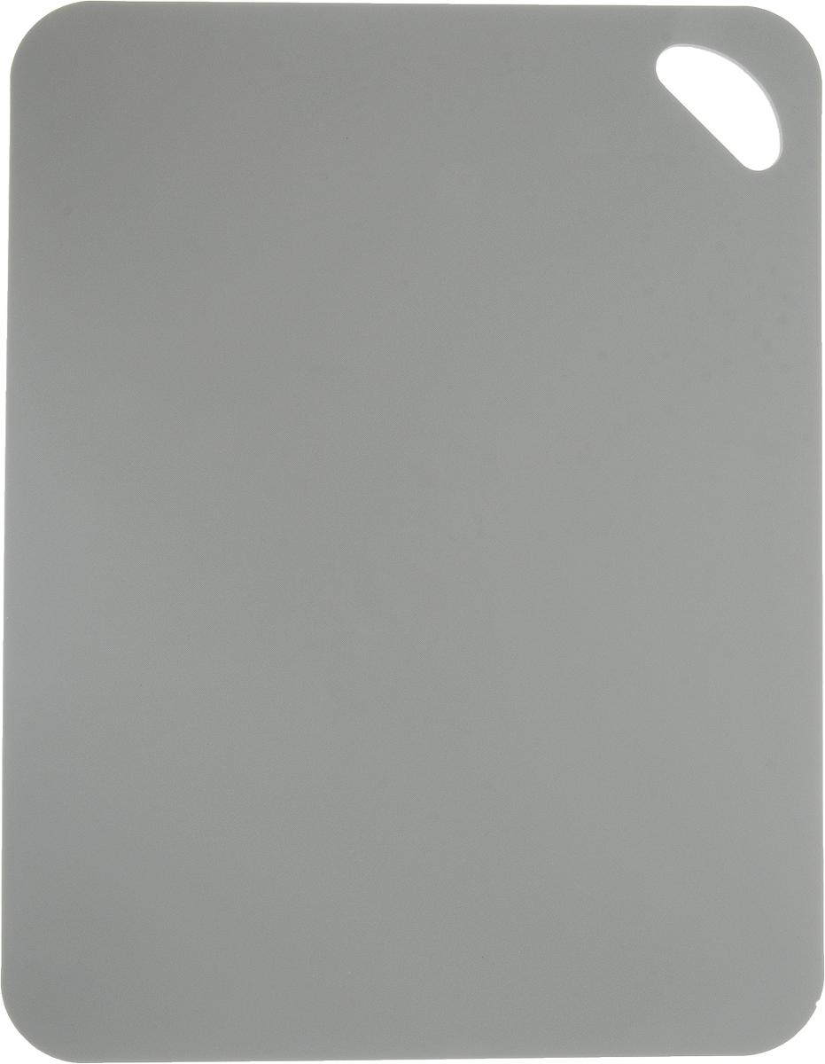 Коврик для резки Zeller, цвет: серый, 38 х 29 см26116_серыйКоврик для резки Zeller выполнен из гибкого пластика, что позволяет удобно высыпать нарезанные продукты. Изделие не впитывает запах продуктов, имеет антибактериальную поверхность, отличается долгим сроком службы. Ножи не затупляются при использовании. Можно использовать обе стороны коврика. Такой коврик понравится любой хозяйке и будет отличным помощником на кухне. Можно мыть в посудомоечной машине.