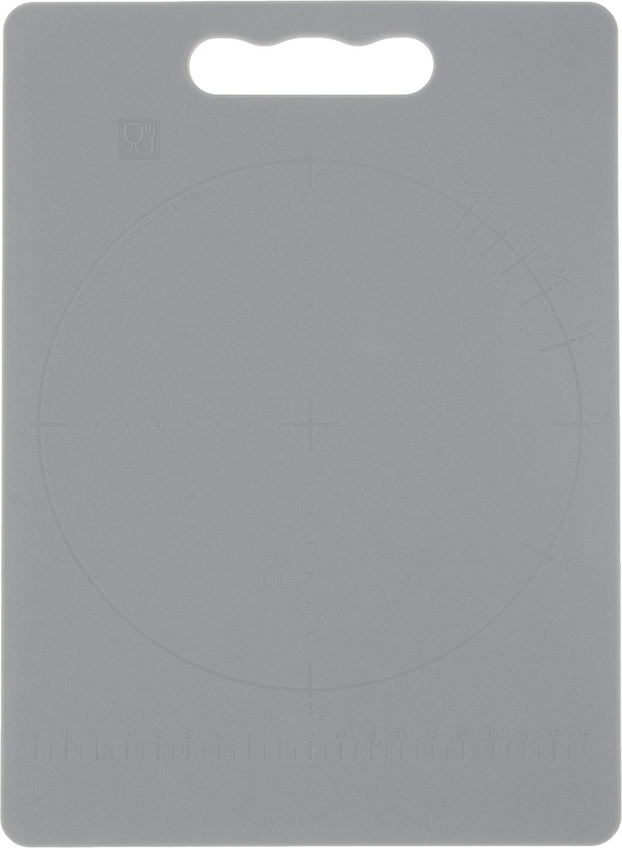 Доска разделочная Zeller, цвет: серый, 28 х 20 х 0,3 см26131_серыйДоска разделочная Zeller выполнена из прочного пищевого пластика. Идеально подходит для нарезки любых продуктов. Доска не впитывает запах продуктов, имеет антибактериальную поверхность, отличается долгим сроком службы. Ножи не затупляются при использовании. Доска снабжена удобной ручкой. Можно использовать обе стороны доски. Такая доска понравится любой хозяйке и будет отличным помощником на кухне. Можно мыть в посудомоечной машине.