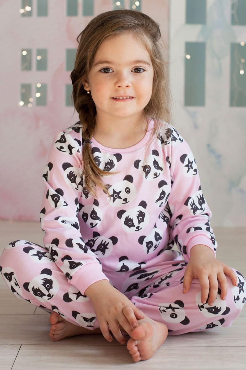 Пижама для девочки КотМарКот, цвет: розовый. 16522. Размер 13416522Детская пижама КотМарКот включает в себя лонгслив и брюки. Пижама изготовлена из натурального хлопка.Лонгслив с длинными рукавами и круглым вырезом горловины оформлен принтом.Свободные брюки с широкой эластичной резинкой на поясе дополнены трикотажными манжетами по низу брючин. Модель украшена принтом.