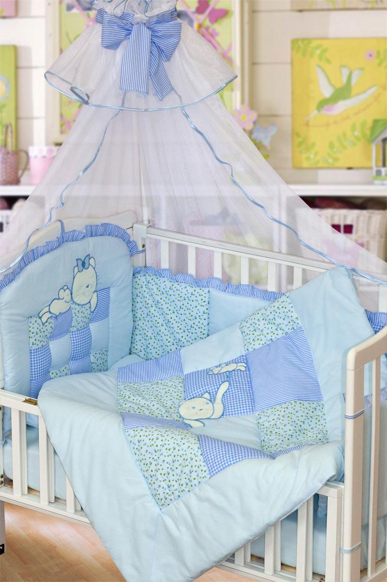 Золотой Гусь Комплект белья для новорожденных Кошки-мышки 7 предметов цвет голубой1702Комплект в кроватку с вышивкой и аппликацией забавных овечек. В комплект входит: Балдахин -сетка, одеяло стеганное (пэчворк) с вышивкой , подушка, простыня на резинке, пододеяльник, наволочка, бампер