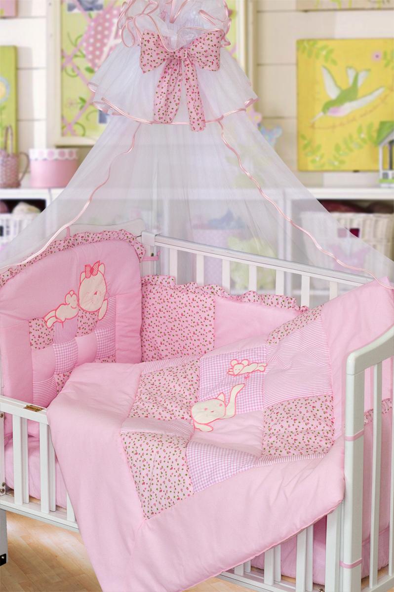 Золотой Гусь Комплект в кроватку Кошки-мышки 7 предметов цвет розовый 60 x 120 см1706Комплект в кроватку с стиле кантри с вышивкой. В комплект входит: Балдахин -сетка, одеяло стеганное (пэчворк) с вышивкой , подушка, простыня на резинке, пододеяльник стеганый (пэчворк) , наволочка, бампер