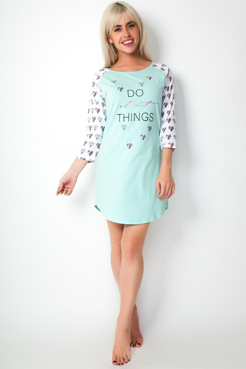 Ночная рубашка женская Vis-A-Vis, цвет: светло-зеленый. LS2200. Размер S (44)LS2200Комфортная молодежная сорочка с рукавом 3/4 и фигурным низом. Полочка и спинка выполнены в нежном мятном цвете, который идеально сочетается с ярким принтом на рукавах. На груди надпись brilliant с глиттерным нанесением.