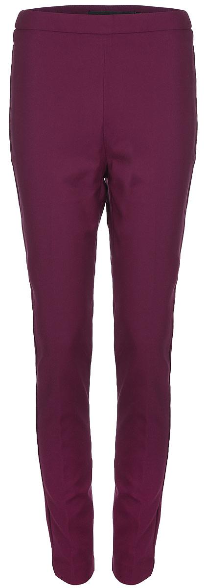Брюки женские Vero Moda, цвет: бордовый. 10188388_Zinfandel. Размер 4810188388_ZinfandelСтильные однотонные брюки, выполненные из эластичного комбинированного материала, отлично дополнят ваш гардероб. Модель зауженного кроя сзади дополнена имитацией двух прорезных карманов.