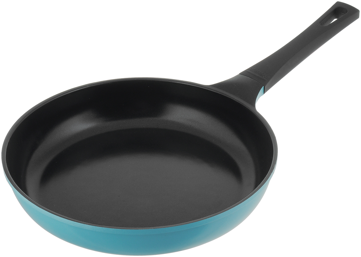 """Сковорода Frybest """"Skin"""" изготовлена из керамического антипригарного покрытия, позволяет готовить практически без масла.  Благодаря этому пища не пригорает и не прилипает к стенкам.  Гладкая поверхность обеспечивает легкость ухода за посудой. Внешнее покрытие - цветной жаростойкий лак.  Изделие оснащено удобной эргономической ручкой, которая в процессе готовки всегда остается холодно.   Сковорода подходит для использования на газовых, электрических и стеклокерамических плитах. Подходит для всех типов плит, в том числе индукционных. Можно мыть в посудомоечной машине.  Диаметр (по верхнему краю): 28 см. Высота стенок: 6 см. Толщина стенок: 0,35 см. Толщина дна: 0,5 см. Длина ручки: 18 см."""