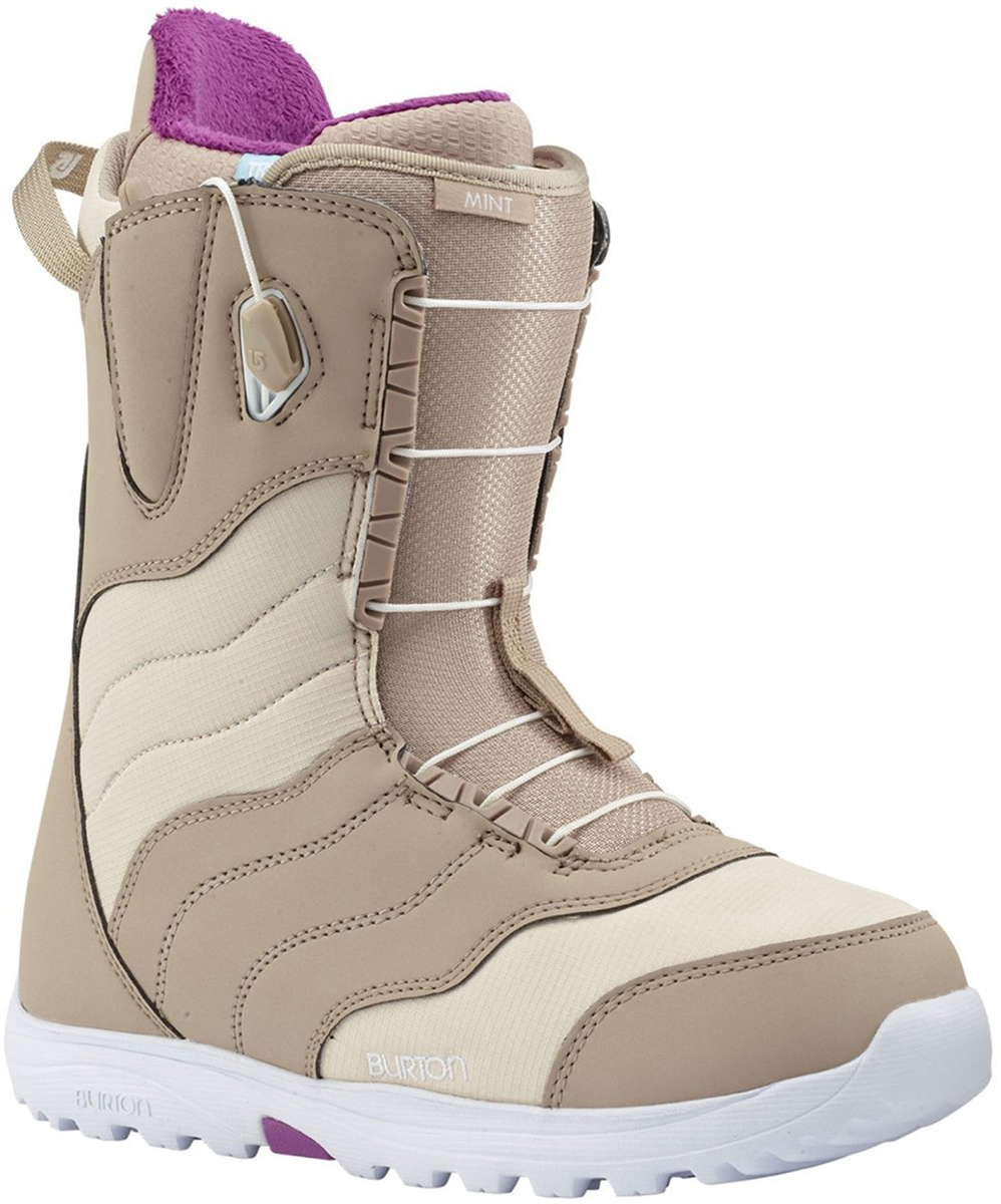 Ботинки для сноуборда Burton Mint Tan. Размер 6 (38)10627104211Burton Mint - одни из самых популярных ботинок в женской линейке Burton. Не зависимо от того, как часто вы находитесь на склоне - пару раз в сезон или каждые выходные, ботинки, которые отлично сохраняют тепло и обеспечивают комфорт решают много вопросов. Удобная быстрая шнуровка SpeedZone позволит в считанные секунды отрегулировать натяжение шнурков в зависимости от ваших индивидуальных потребностей. И, наконец, внешний вид - лаконичный, универсальный и позволяющий сочетаться с любыми креплениями и штанами, что несомненно немаловажно для сноубордисток, следящих за своим стилем.Особенности:Шнуровка SpeedZone: обеспечивает равномерное прилегание ботинка с удобной настройкой силы натяжения верхней и нижней частей ботинка по отдельности.Дизайн True Fit, созданный специально для женщин с учетом особенностей катания и размера ноги.Конструкция подошвы Dynolite: дает большую площадь соприкосновения с доской, увеличивает чувство доски, создает ощущения схожие с катанием на серфе, благодаря отличной амортизации подошвы.Конструкция Total Comfort: конструкция этих ботинок предполагает удобство ношения с первого дня без дополнительной подгонки ботинка.Технология Snow-proof Internal Gusset защищает от попадания внутрь ботинка снега и влаги.Виброгасящая стелька из вспененного материала EVA Level 1.Внутренних Imprint 1: интегрированная продуманная система шнуровки; легкие анатомические вставки для дополнительного комфорта; отсеки Hot pockets heated от Little Hotties®.Жесткость: 3/10.Как выбрать сноуборд. Статья OZON Гид