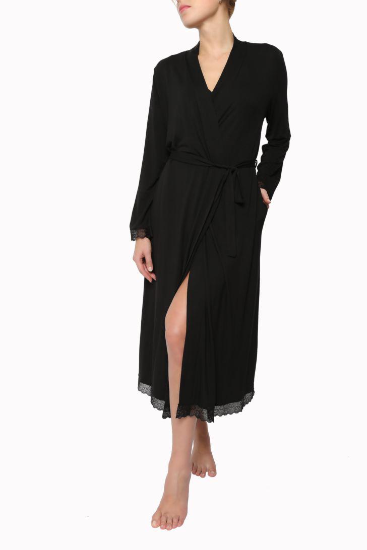 Пеньюар Melado Астрид, цвет: черный. MO2805/01. Размер 48MO2805/01Пеньюар от Melado выполнен из бамбука с добавлением эластана. Невероятно стильный и женственный халат украшен нежным и изысканным кружевом.