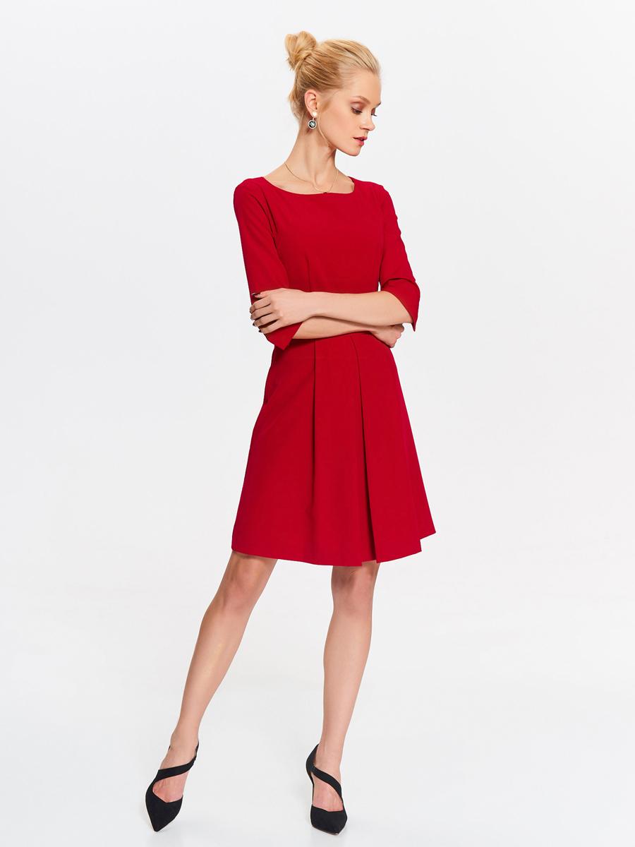 Платье Top Secret, цвет: красный. SSU1998CE. Размер 42 (50)SSU1998CEСтильное платье от Top Secret выполнено из полиэстера и вискозы с добавлением эластана. Модель-миди с круглым вырезом горловины и рукавами 3/4 застегивается сзади на скрытую застежку-молнию. Манжеты рукавов дополнены разрезами.