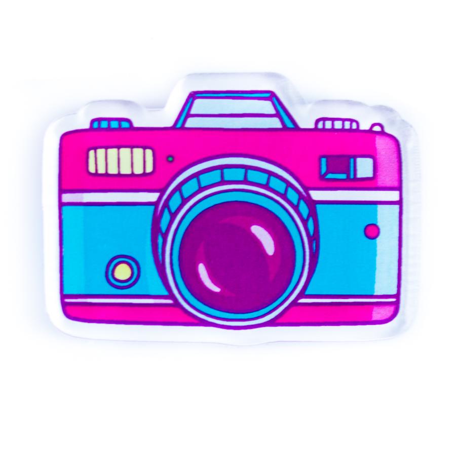 Забавная, яркая брошь Камера – отличный подарок всем, кто любит фотографироваться, разглядывать фотографии и при этом отлично выглядеть!