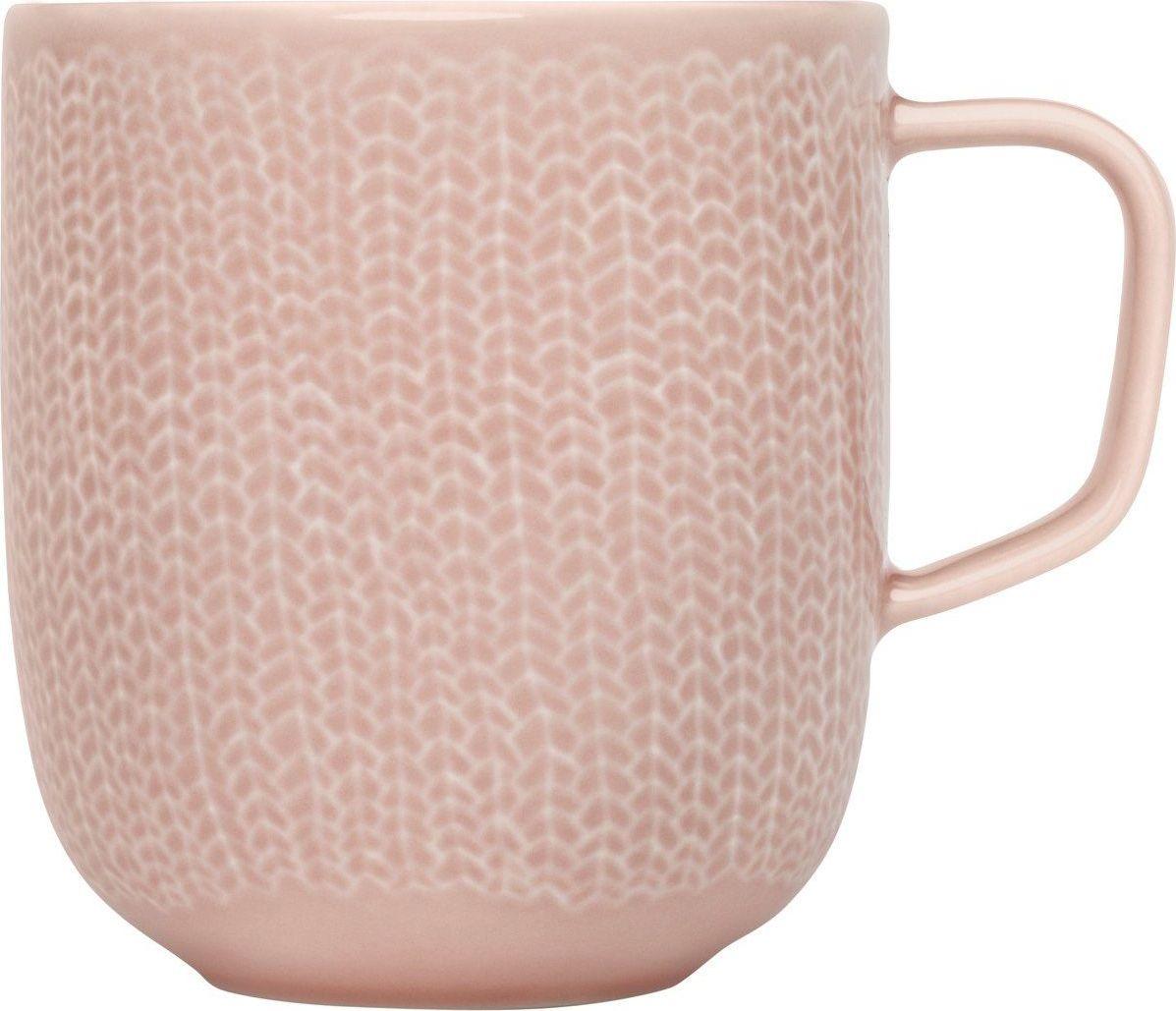 Кружка Iittala Sarjaton, цвет: розовый, 360 мл1006220Кружка Iittala Sarjaton выполнена из высококачественного фарфора. Необычная кружка имеет широкую горловину и удобную ручку для повседневного использования. Не оставит равнодушным ни одного из ваших гостей и станет прекрасным выбором для подарка.Серия Iittala Sarjaton является результатом сотрудничества талантливых дизайнеров из моды, графики и цифрового дизайна, которых объединило общее видение финских традиций в современном виде.