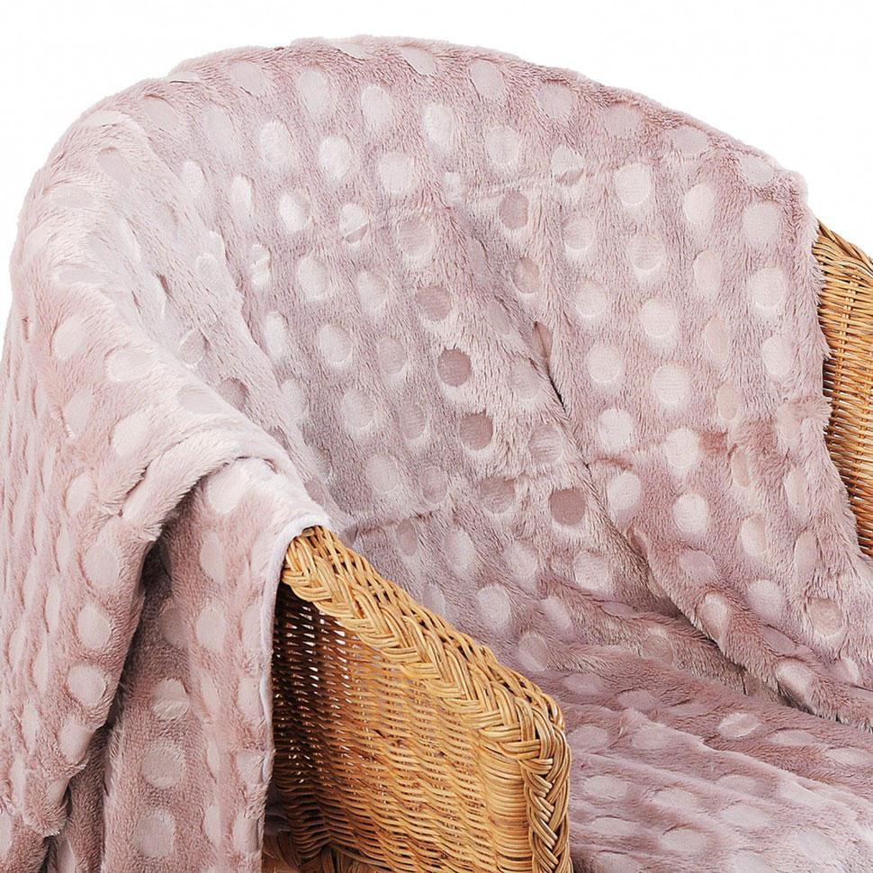 """Плед-покрывало из искусственного меха """"Розовый хамелеон"""" непременно станет ярким акцентом в интерьере."""