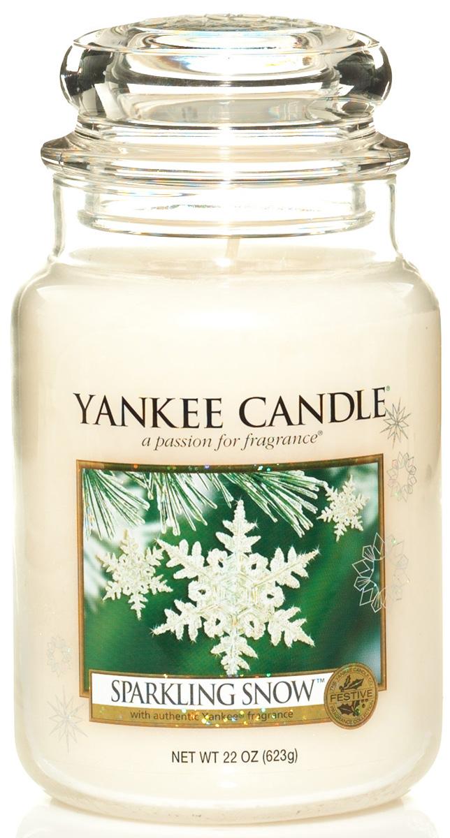 Свеча ароматизированная Yankee Candle Sparkling snow, высота 16,8 см1144158EХрустящий, свежий аромат сверкающих, заснеженных сосен.Верхняя нота: Сладкого Апельсина, Хвои, Свежей Мяты Средняя нота: Вечнозеленые Растения, Голубая Ель, Белая Сосна, Розмарин, Эвкалипт, Лавровый Лист, Ягоды Можжевельника Базовая нота: Замороженный Белый Мускус, Бальзам Пихты, Сандал, Кедровая Древесина, Пачули.