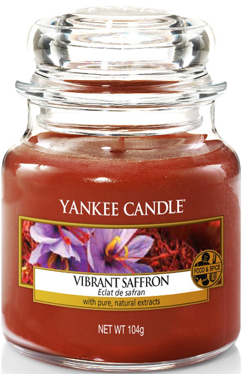 Свеча ароматизированная Yankee Candle Vibrant saffron, высота 8,6 см1556233EАромат теплой и яркой сладости шафрана, переплетаются с мягкой ванилью.Верхняя нота: Бергамот, Лист Корицы, Анис Средняя нота: Шафран Базовая нота: Теплый Древесный Аккорд, Янтарь, Ванильный Боб