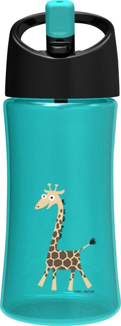Бутылка для воды детская Carl Oscar Giraffe, цвет: бирюзовый, 350 мл102103Эта яркая бутылочка для воды со смешным жирафом позволяет пить прямо во время ходьбы, не обливаясь и не разливая содержимое вокруг. И все это с улыбкой на лице! Крышка со встроенным держателем снабжена выдвижной трубочкой, из которой детям очень удобно пить. Бутылка имеет объем 0,35л, выполнена из пластика Tritan и полипропилена, которые не содержат бисфенол А и фталаты. Удобная форма бутылочки позволяет легко удерживать ее даже маленькими детскими пальчиками. А благодаря специальной трубочке ребенок может пить, держа бутылку даже вертикально вверх дном. Изображения животных, специально разработанные для продуктов Carl Oscar, - работа известного шведского иллюстратора Линн Элдин. • 100% герметичность• Непроливайка• Оригинальный дизайн с забавными и яркими персонажами • Легко держать в руке благодаря встроенному держателю на ручке• Не содержит бисфенол А и фталаты Дизайн: Carl Oscar®
