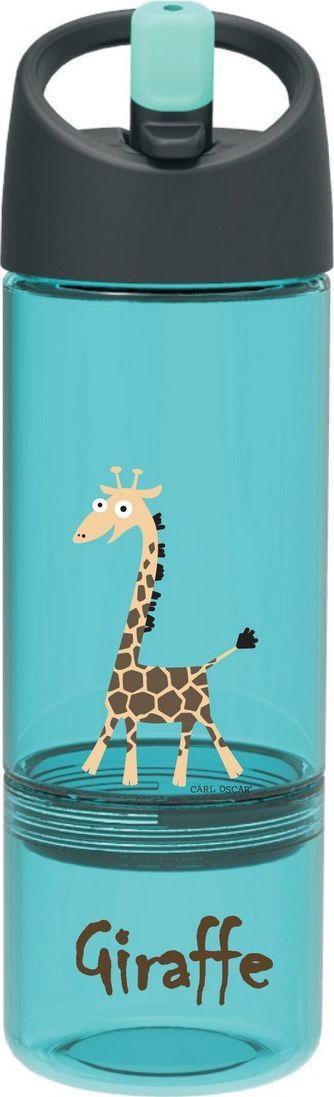 Бутылка детская 2в1 Carl Oscar Giraffe, цвет: бирюзовый, 450 мл106003Бутылочка со съемной нижней чашей для пирожных, фруктов и орехов. Представлена в ярком бирюзовом цвете с изображением смешного жирафика. Бутылка 2в1 от шведского бренда Carl Oscar позволяет пить прямо во время ходьбы, не обливаясь и не разливая содержимое вокруг. И все это с улыбкой на лице! Крышка со встроенным держателем снабжена выдвижной трубочкой, из которой очень удобно пить. Бутылочка изготовлена из пластика Tritan и полипропилена, которые не содержат бисфенол А и фталаты. Благодаря специальной трубочке ребенок может пить, держа фляжку даже вертикально вверх дном. Изображения животных, специально разработанные для продуктов Carl Oscar, - работа известного шведского иллюстратора Линн Элдин. Можно мыть в верхнем отсеке посудомоечной машины.• 100% герметичность • Ешь и пей сразу • Непроливайка • Оригинальный дизайн с забавными и яркими персонажами• Встроенный держатель на ручке • Не содержит бисфенол А и фталатыДизайн: Carl Oscar®