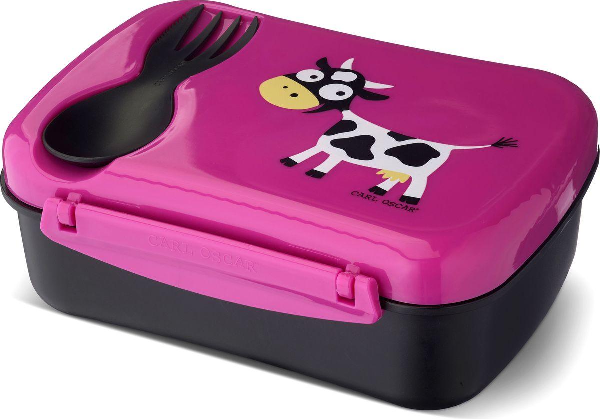 Ланч-бокс детский с охлаждающим элементом Carl Oscar Nice Box Cow, цвет: фиолетовый, 0,75 л106102Удобный и герметичный ланч-бокс со съемным охлаждающим диском на крышке. Идеален для школы, прогулок и путешествий. Дети будут есть полезную пищу из ланч-бокса, производство которого эффективно по затратам и не имеет вреда для здоровья. Подходит для свежих овощей, фруктов и топпингов. В комплект Nice Box Spider входит многофункциональный столовый прибор CUTElery 3в1, который закрепляется на крышке и включает в себя ложку, вилку и ножик.Заморозьте охлаждающий диск, поместив его горизонтально в морозильную камеру на 6 и более часов. Прикрепите диск на крышку, чтобы продукты оставались охлажденными и свежими при комнатной температуре в течение 5 часов. Ланч-бокс может использоваться и без охлаждающего диска.Изображения животных, специально разработанные для продуктов Carl Oscar, - работа известного шведского иллюстратора Линн Элдин.Ланч-бокс не содержит бисфенол А, фталаты и свинец, а в охлаждающем диске использован гель, в состав которого не входят токсичные вещества.Дизайн: Carl Oscar®