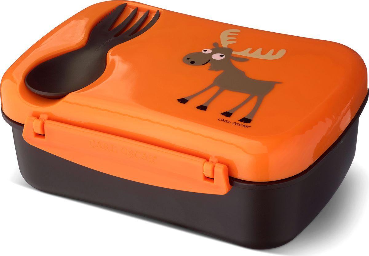 Ланч-бокс детский Carl Oscar Nice Box Moose, с охлаждающим элементом, цвет: оранжевый, черный, 0,75 л106107Удобный и герметичный ланч-бокс Carl Oscar Nice Box Moose со съемным охлаждающим дискомна крышке идеален для школы, прогулок и путешествий. Подходит для свежих овощей, фруктов итоппингов. В комплект входит многофункциональный столовый приборCUTElery 3 в 1, который закрепляется на крышке и включает в себя ложку, вилку и ножик. Заморозьте охлаждающий диск, поместив его горизонтально в морозильную камеру на 6 и болеечасов. Прикрепите диск на крышку, чтобы продукты оставались охлажденными и свежими прикомнатной температуре в течение 5 часов. Ланч-бокс может использоваться и без охлаждающегодиска. Контейнер оформлен изображением животного.Ланч-бокс не содержит бисфенол А, фталаты и свинец, а в охлаждающем диске использовангель, в состав которого не входят токсичные вещества.