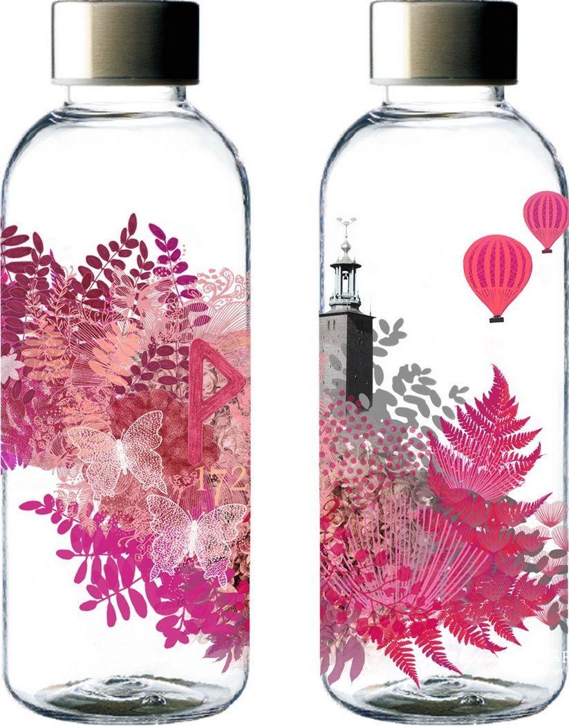 Бутылка для воды Carl Oscar WisdomFlask Love, 650 мл106402Качественная и долговечная бутылка для воды WisdomFlask обладает легким весом и 100%герметичностью, рассчитана на 0,65 литров жидкости. Пластик Tritan отличается высокойпрочностью и не сохраняет запахи. Разработана в тесном сотрудничестве бренда Carl Oscar сграфическим дизайнером Магдалиной Лундквист. Уникальная иллюстрация бутылки основана надревних скандинавских рунах. Слово руна означает мудрость или секрет. Рунические надписи- древнейшие письменные памятники на шведском языке. На бутылке WisdomFlask Loveизображена Вуньо - руна счастья, связанная с богиней Фрейей, которая несет мир и радость.Вуньо наполнена светлой энергией, что символизирует жизнеспособность, счастье, любовь истрасть. Она является воплощением подлинной жизни и учит наслаждаться мгновением.Рекомендуется мыть вручную для сохранения принта.